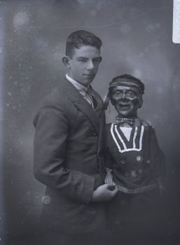 Ventriliquist, Howe